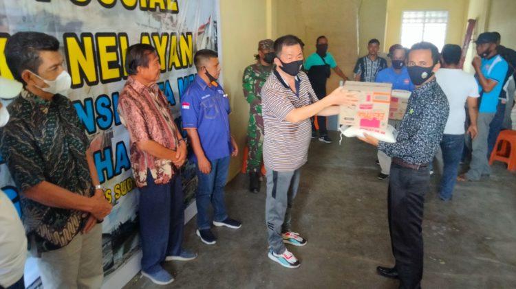 HNSI Kota Medan bersama pengusaha serahkan bantuan kepada nelayan