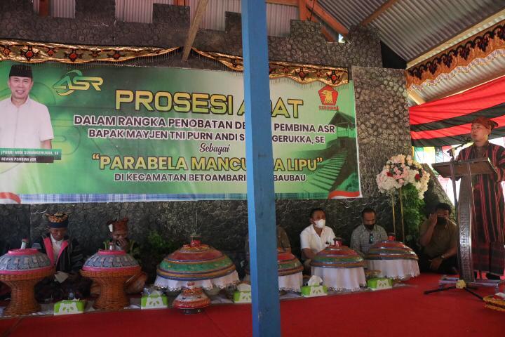 Mayjen TNI (Purn) Andi Sumangerukka dianugerahi gelar Parabela Mancuana Lipu